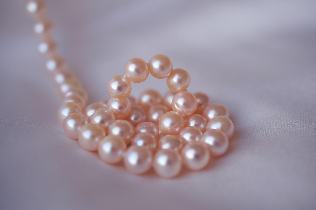 真珠を高く売るには?査定のポイントやおススメ買取サイトを大公開!のサムネイル画像