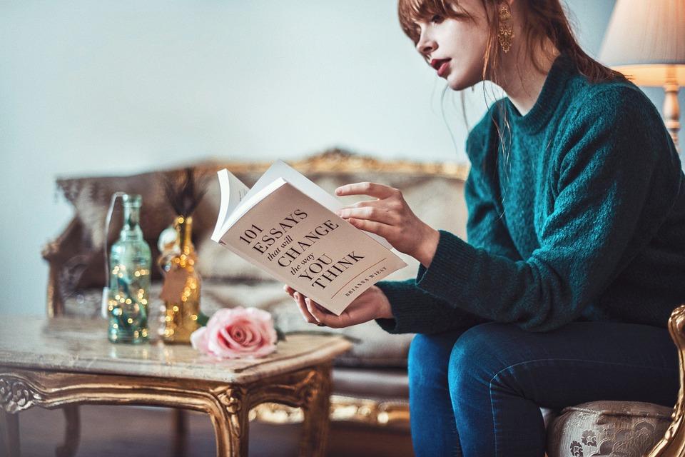 本を読む画像