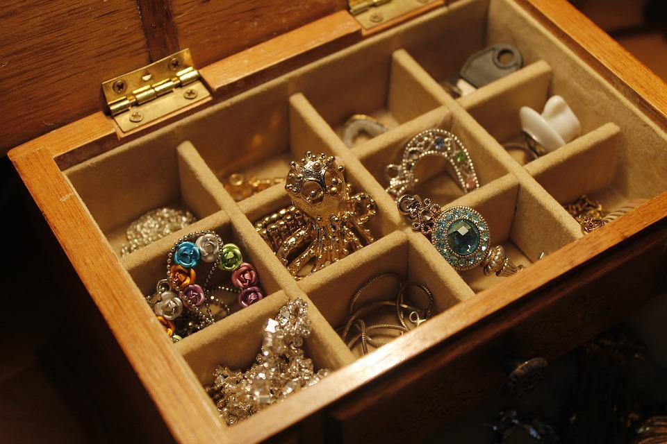 【一覧表】宝石買取で本当に高額で買い取ってくれる宝石のサムネイル画像