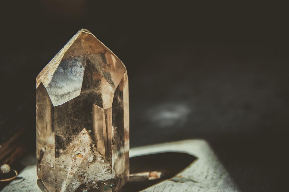 宝石を売りたい人必見の買取情報!買取前に知ってほしいこと