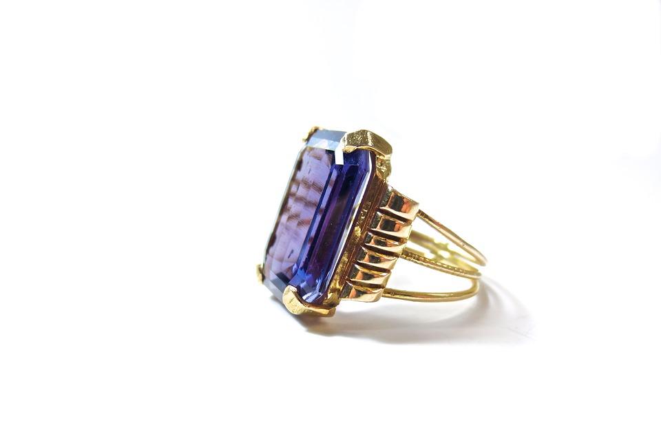 サファイアの指輪はいくらで売れるのか?買取価格を大公開!のサムネイル画像